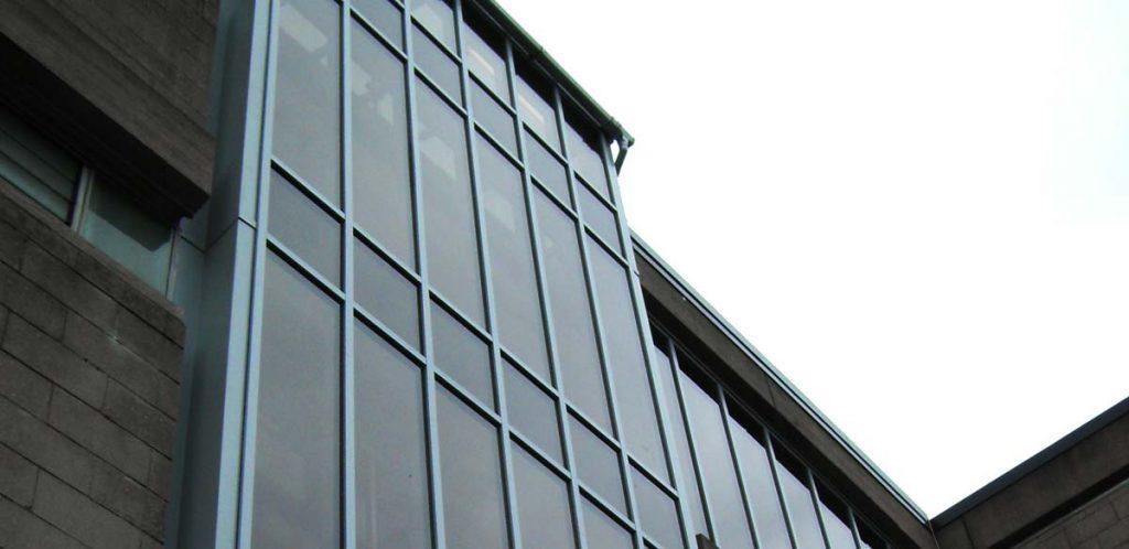 Aluminium curtain walling