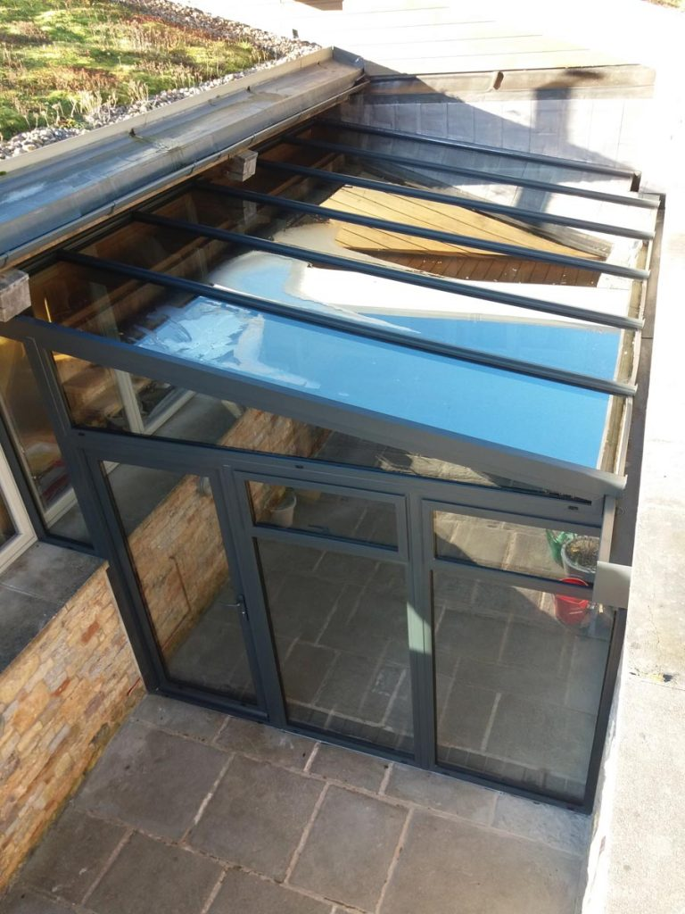 Aluminium conservatory glazed roof for lean-to conservatory installation